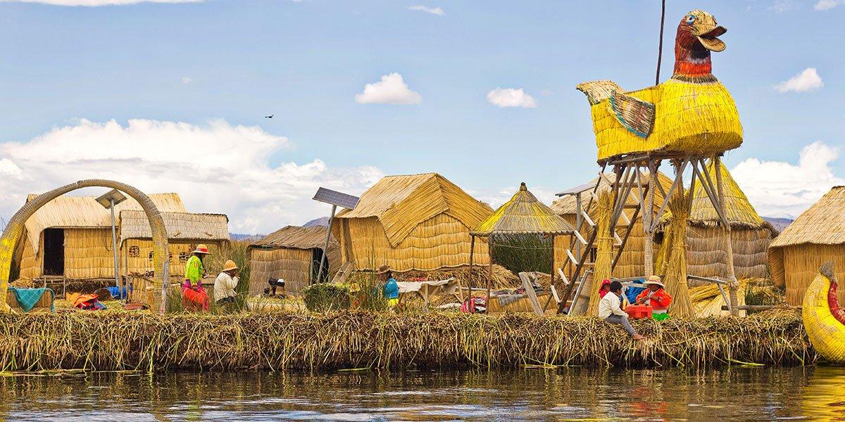 Puno som ligger vid Titicacasjöns strand i Peru