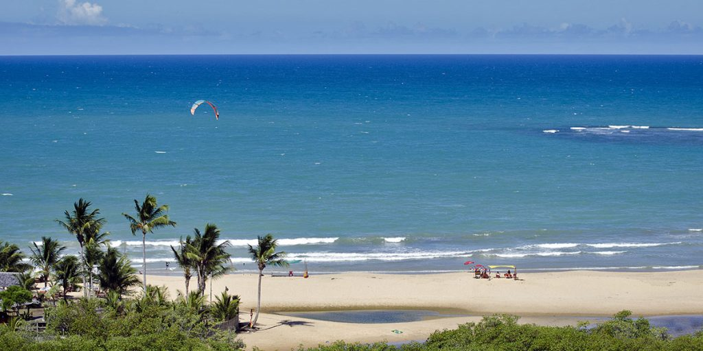 I Porto Seguro, Brasilien, finns milslånga vita paradisstränder