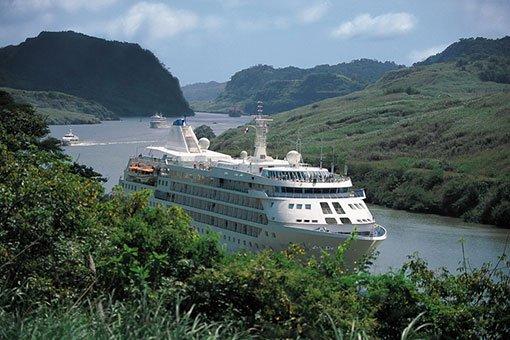 Genom Panamakanalen med Silversea Cloud