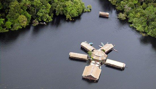 Flygbild över Amazon Lodge