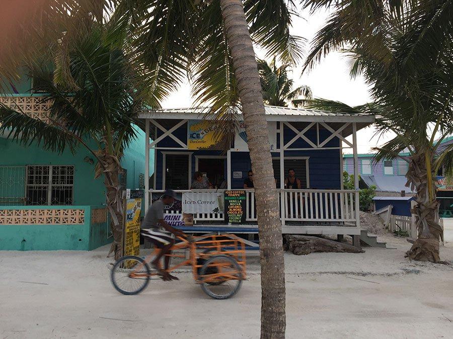 På Caye Caulker i Belize finns det få motorfordon.