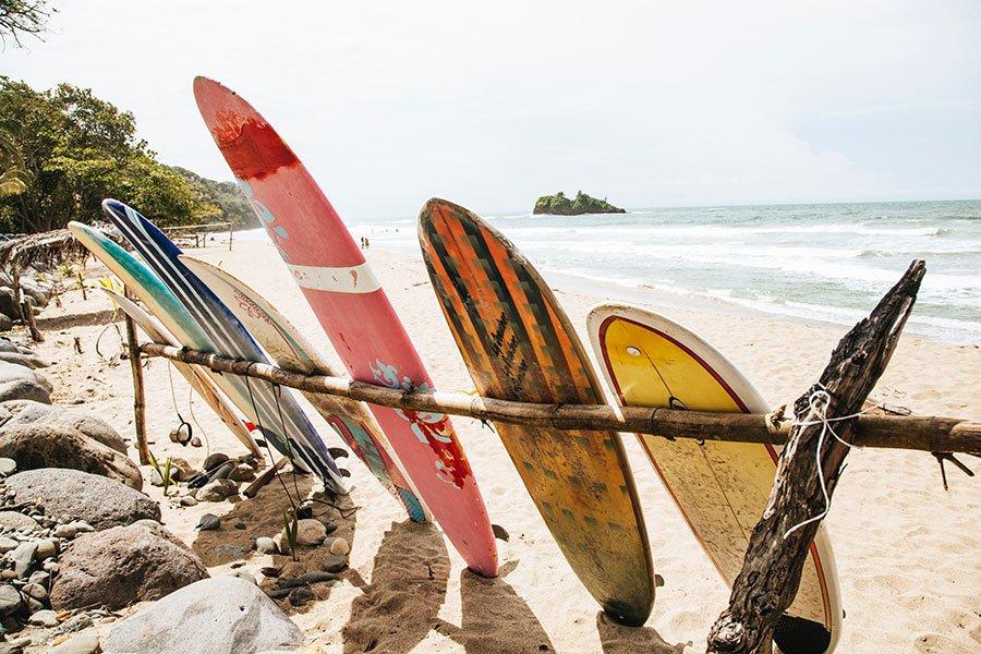 Surf och bad i Costa Rica