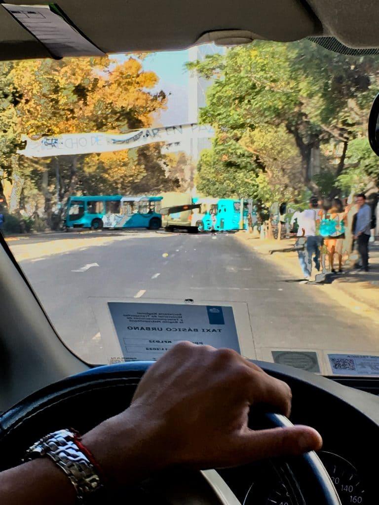Buss blockerar vägen i Santiago