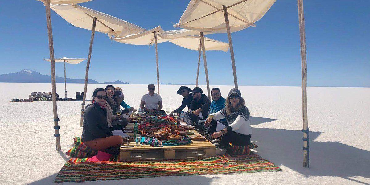 Picnic mitt i Salar de Uyuni (saltöknen), Bolivia